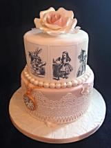 themed sponge cake
